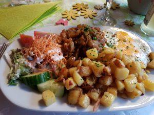 Essen gehen im Café Wald Eck.